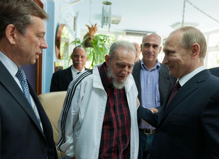 Putin odwiedził 87-letniego przywódcę kubańskiej rewolucji Fidela Castro /AFP