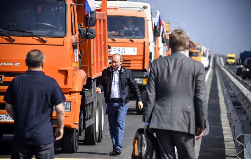 Putin otworzył most łączący Rosję z Krymem /ALEXANDER NEMENOV /PAP/EPA
