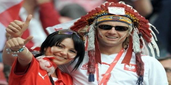PZPN będzie musiał długo poczekać, aż tacy szczęśliwi fani wrócą na stadiony. /AFP