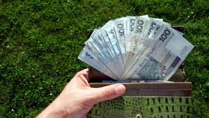 Rada Ministrów proponuje podniesienie płacy minimalnej do 2220 zł