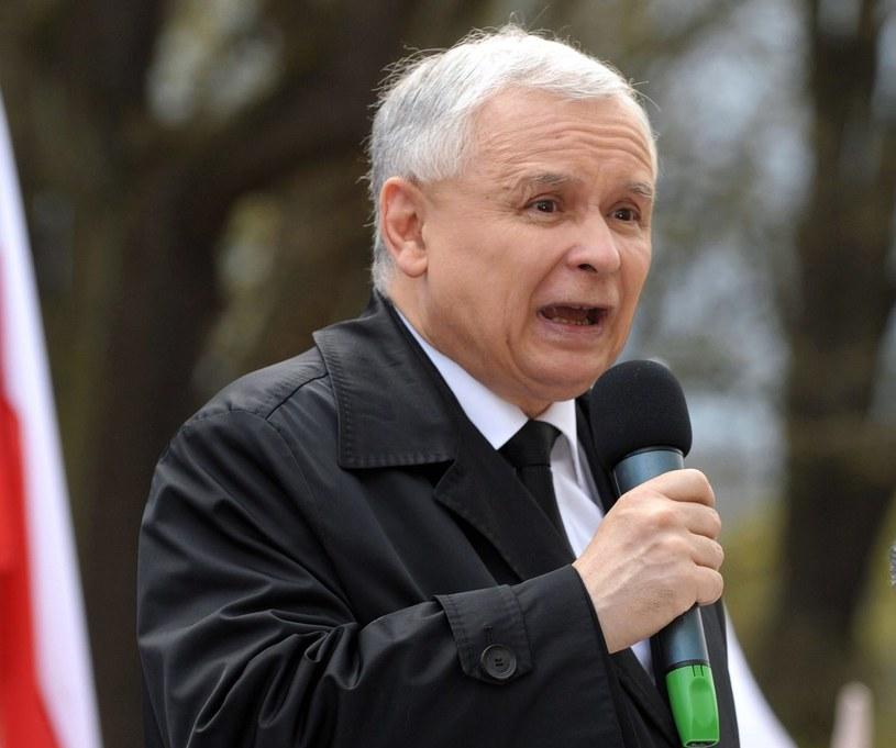 """Radek Sikorski uważa, że PiS góruje w sondażach dlatego, że """"Kaczyński rzadziej się pokazuje"""" /AFP"""