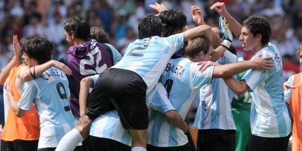 Radość Argentyńczyków po zwycięstwie nad Nigerią w finale turnieju olimpijskiego /AFP