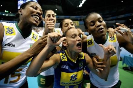 Radość Brazylijek po zwycięstwie nad Chinkami /www.fivb.org