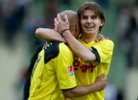 Radość Euzebiusza Smolarka i Dede po wygranym meczu z Bayerem Leverkusen /AFP
