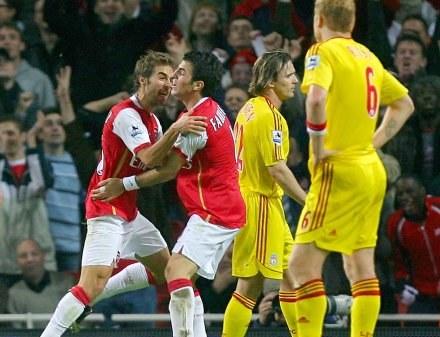 Radość Fabregasa i Flaminiego po pierwszym golu dla Arsenalu /AFP