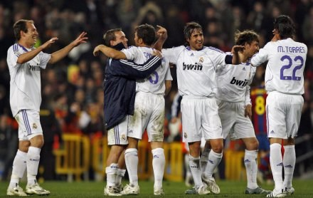 """Radość """"Królewskich"""" po końcowym gwizdku. Barca-Real 0:1 /AFP"""