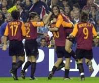 Radość piłkarzy AS Romy po celnym trafieniu Tottiego. Real-Roma 0:1.