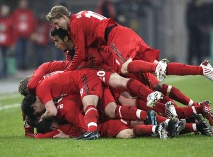 Radość piłkarzy Bayeru po wyeliminowaniu Bayernu Monachium /AFP