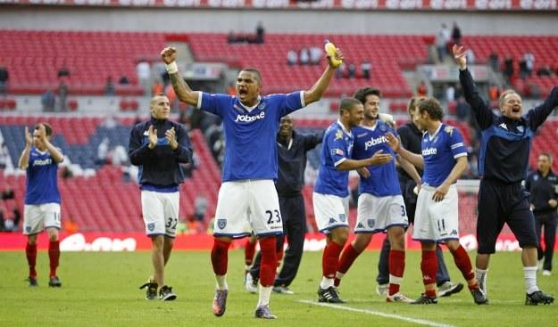 Radość piłkarzy Portsmouth z awansu do finału Pucharu Anglii /AFP