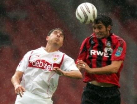 Radosław Kałużny (z prawej) w barwach Bayeru Leverkusen /AFP