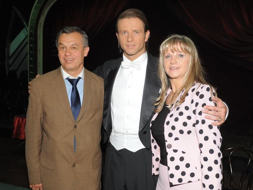Radosław Majdan z rodzicami  /Andras Szilagyi /MWMedia