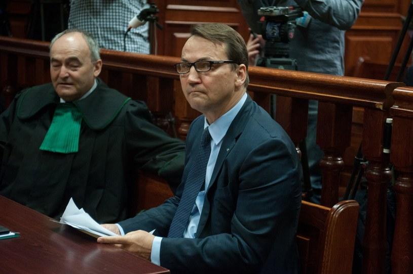 Radosław Sikorski podczas procesu o niedopełnienie obowiązkow przy organizacji wizyty w Katyniu 10 kwietnia 2010 r. /Witold Rozbicki /East News