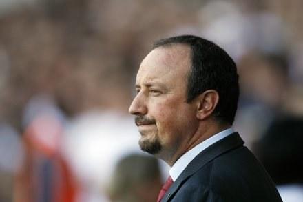 Rafa Benitez ma smutną twarz po porażce na inaugurację. /AFP