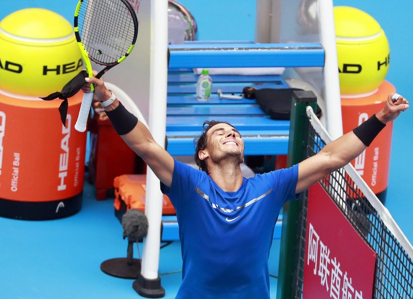 Rafael Nadal cieszy się z awansu do półfinału /HOW HWEE YOUNG /PAP/EPA