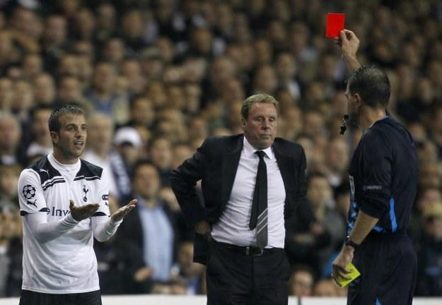 Rafael van der Vaart opuszcza boisko w 61. minucie /AFP