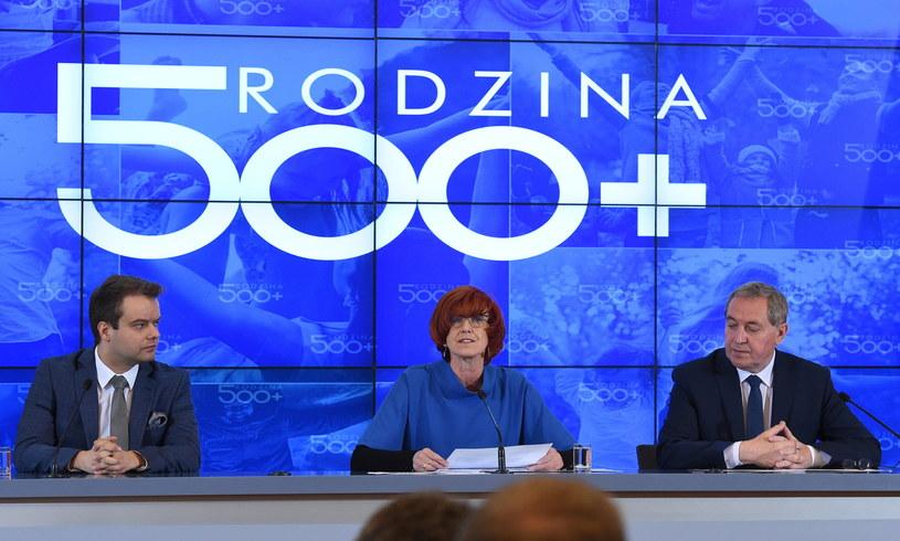 Rafał Bochenek, Elżbieta Rafalska i Henryk Kowalczyk podczas poniedziałkowej konferencji /Radek Pietruszka /PAP