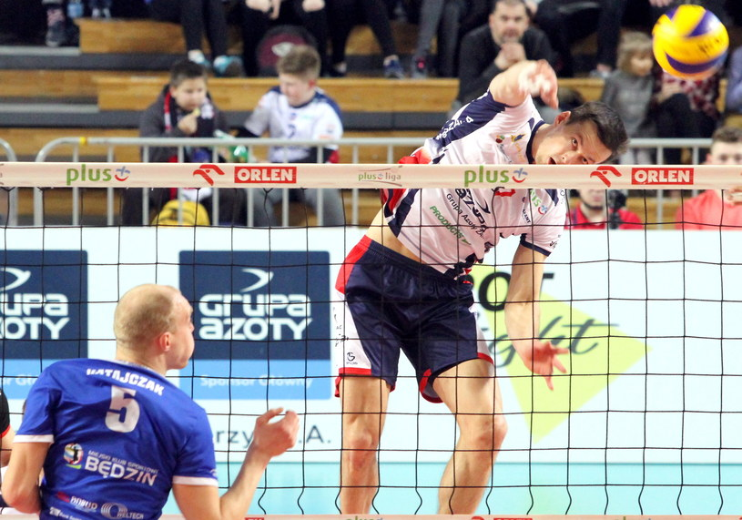 Rafał Buszek (ZAKSA) w ligowym meczu z MKS Będzin /Fot. Krzysztof Świderski /PAP