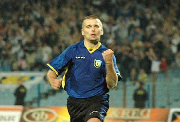 Rafał Lasocki zdobył drugiego gola dla Zawiszy /Tomasz Szatkowski