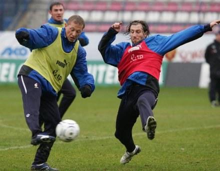 Rafał Murawski (z lewej) i Kamil Kosowski, fot: Marek Biczyk /Agencja Przegląd Sportowy