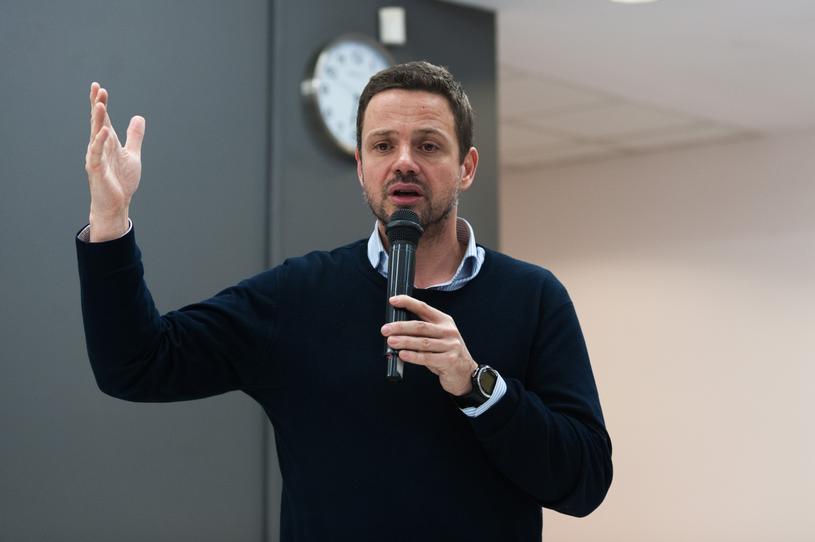 Rafał Trzaskowski na jednym ze spotkań z mieszkańcami Warszawy /Marek Konrad /Reporter