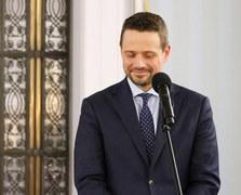 Rafał Trzaskowski, nowy w stawce, zdobył 52 proc. głosów internautów. Jest więc, jak wynika z badania, postrzegany przez Polaków jako najprzystojniejszy wśród kandydatów.