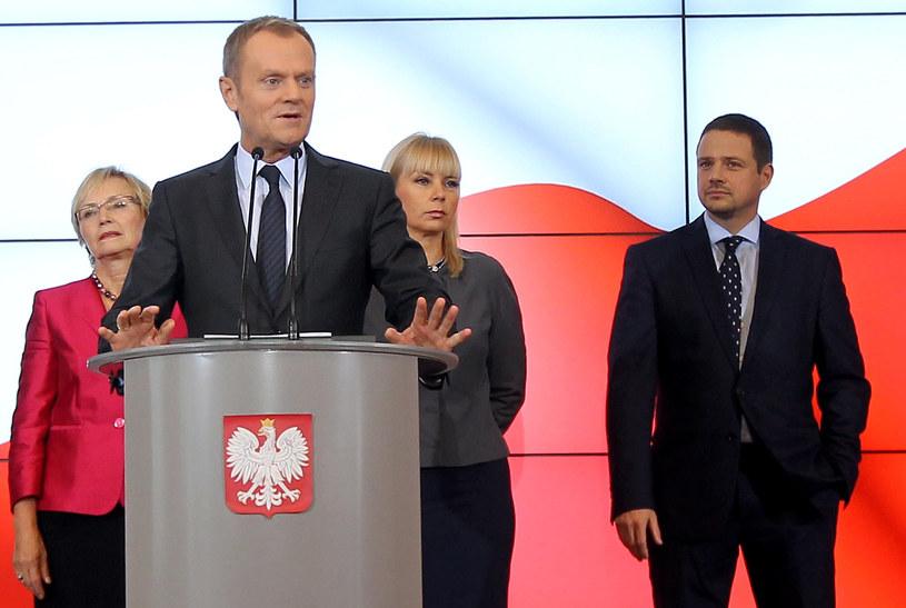 Rafał Trzaskowski (po lewej stronie) /Radek Pietruszka /PAP