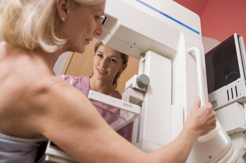 Rak piersi może przebywać w uśpieniu nawet 15-20 lat /© Glowimages