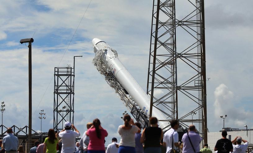Rakieta Falcon 9 - NASA, szukając oszczędności, zleciła zaprojektowanie rakiety firmie Elona Muska, SpaceX /AFP