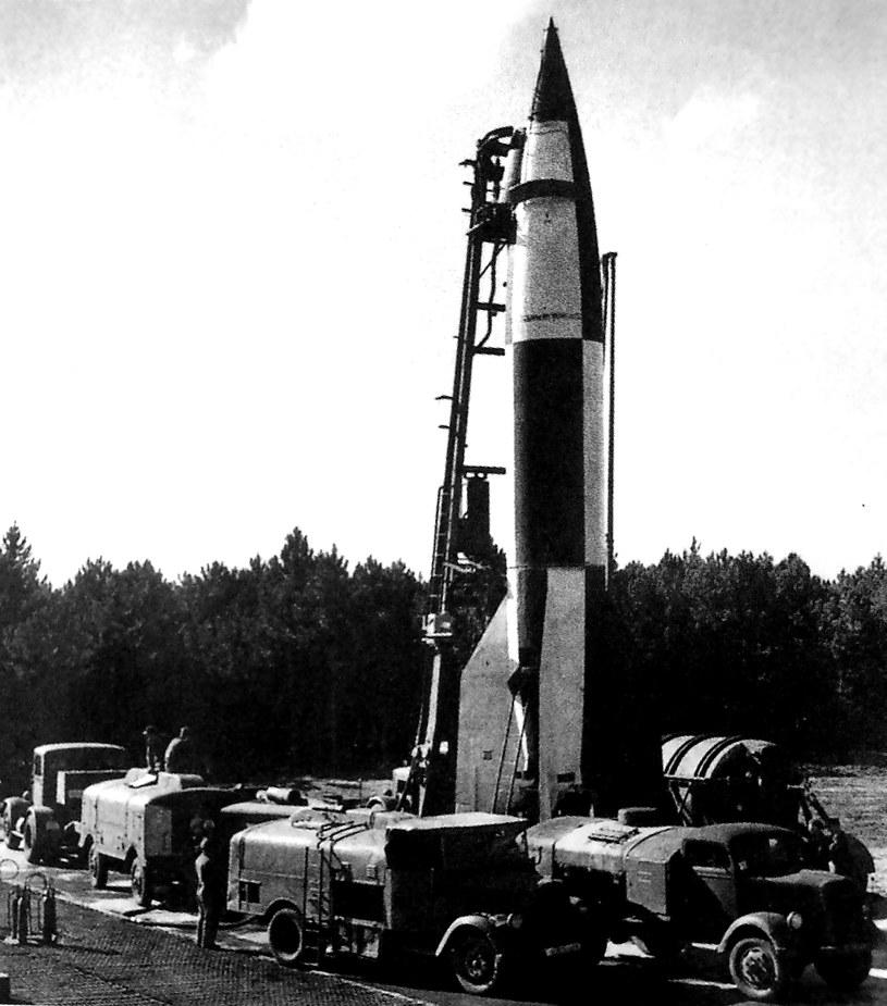 Rakieta V-2 przed startem (źródło: Odkrywca) /