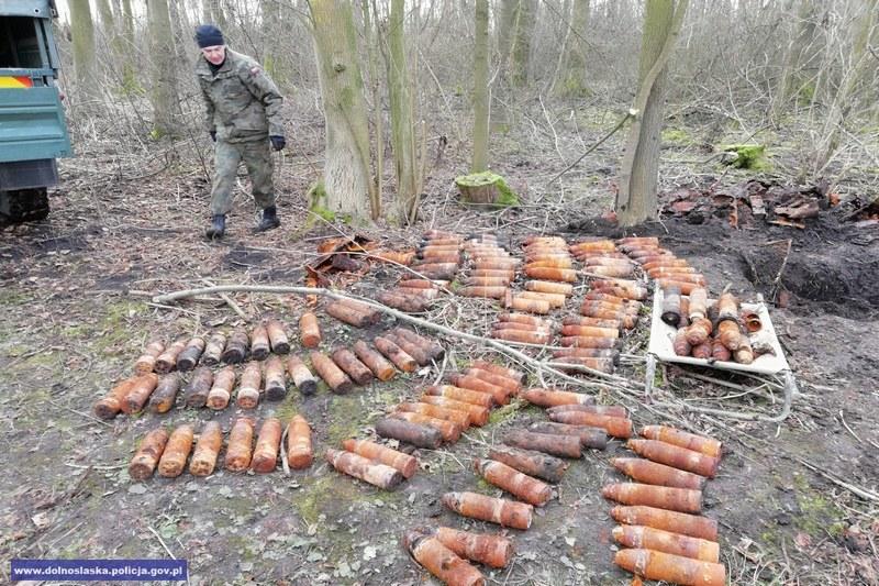 Rakiety znalezione w 41 skrzyniach (fot. dolnośląska policja) /Policja
