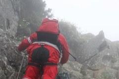 Ratownicy w drodze na miejsce katastrofy awionetki