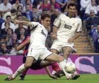 Raul i Luis Figo (w białych strojach) - najlepsi piłkarze Realu
