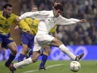 Raul wyprzedził obrońców Villareal i zdobył bramkę dla Realu
