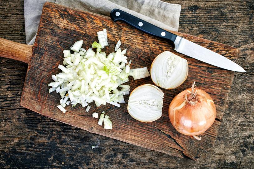 Raz dziennie pij łyżkę syropu z cebuli /123RF/PICSEL
