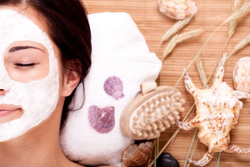 Raz w tygodniu zastosuj maseczkę witaminową na twarz /123RF/PICSEL