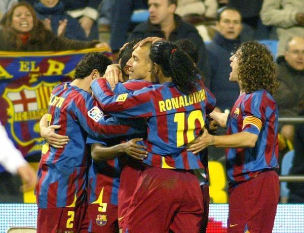 Real Saragossa - FC Barcelona 0:2. Radość piłkarzy gości po zdobyciu golu /AFP