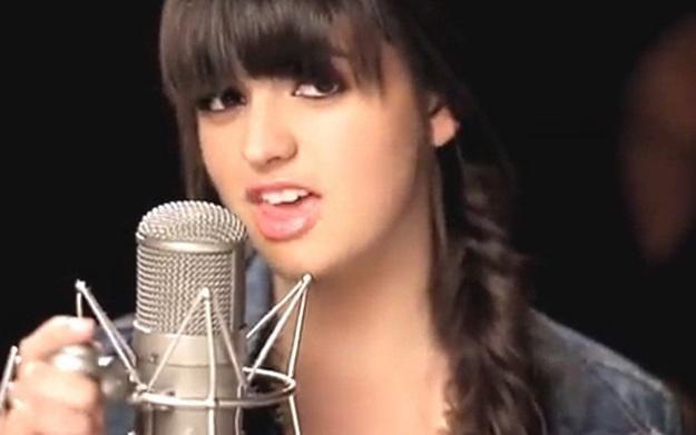 """Rebecca Black w klipie """"My Moment"""" /vbeta"""