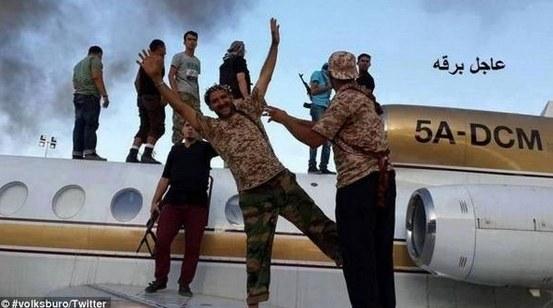 Rebelianci na lotnisku, fot. Twitter /