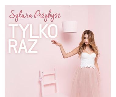 """Recenzja Sylwia Przybysz """"Tylko raz"""": Światełko w tunelu"""
