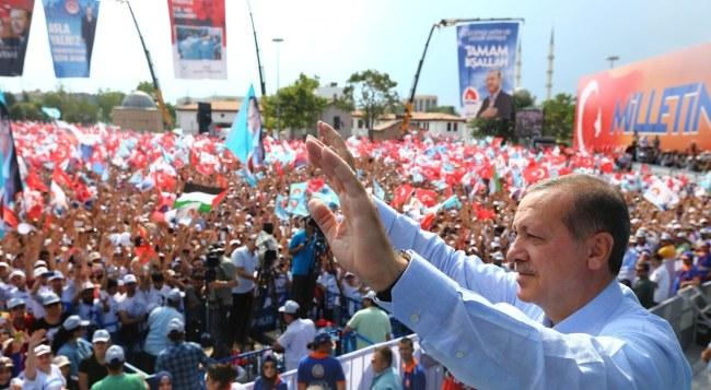 Recep Tayyip Erdogan na wiecu wyborczym /PAP/EPA/KAYHAN OZER /PAP/EPA