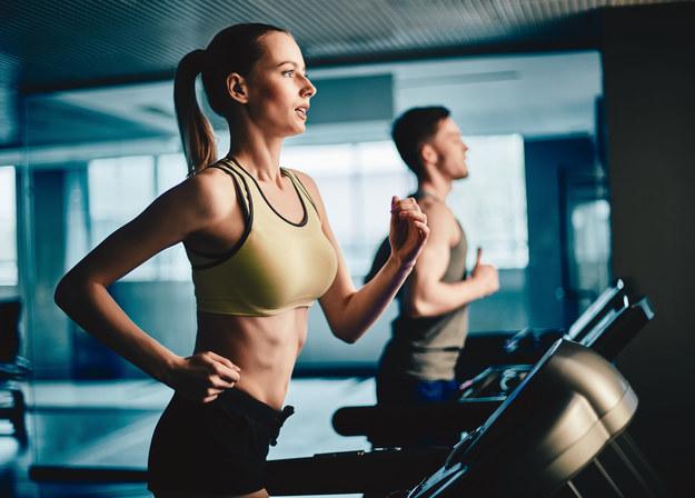 Regularna aktywność fizyczna to dobry sposób na obniżenie poziomu cholesterolu /123/RF PICSEL