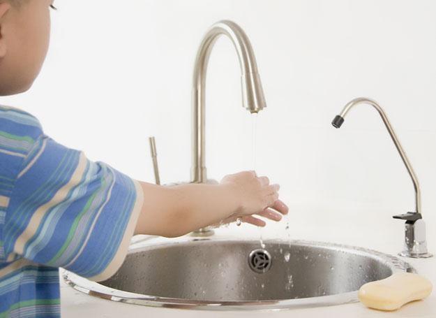 Regularne mycie rąk zmniejsza ryzyko infekcji u malucha /© Panthermedia