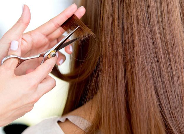 Regularnie dbaj o włosy, a nie będziesz musiała ich obcinać /123RF/PICSEL