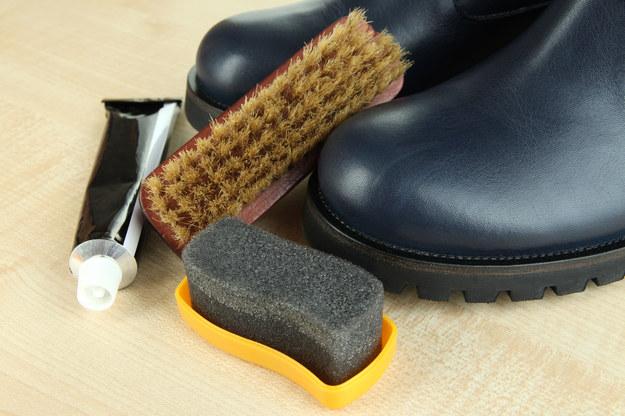 Regularnie pastuj buty /123/RF PICSEL