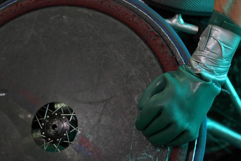 Rękawice to element stroju rugbisty na wózku /East News