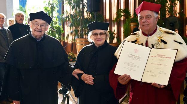 Rektor UP w Krakowie - prof. Michał Śliwa (P) z Andrzejem Wajdą (L) i Krystyną Zachwatowicz (C) /PAP