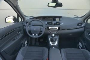 Renault Grand Scenic 1.6 dCi 130 Bose: jedyną ciekawostką są tu centralne wskaźniki. Wygodnie umieszczona dźwignia zmiany biegów. Wejścia AUX i USB są na widoku. /Motor