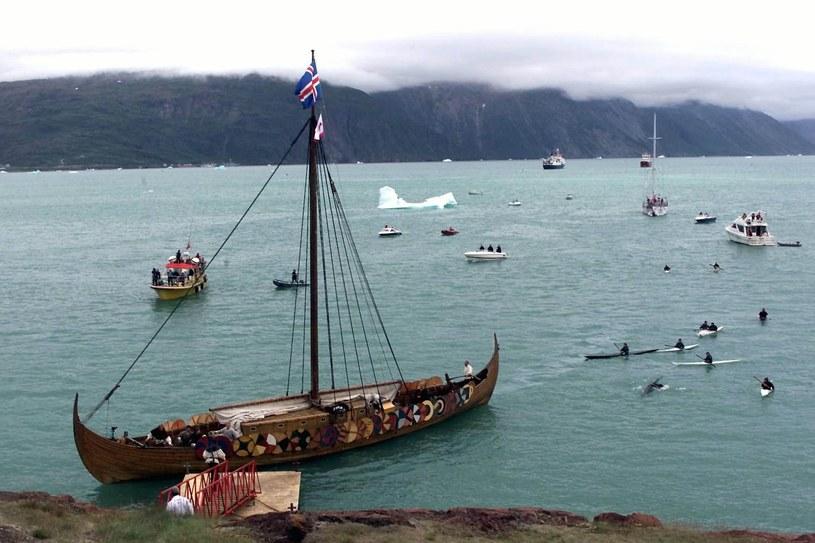 Replika łodzi wikingów u wybrzeży Grenlandii /AFP