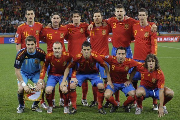 Reprezentacja Hiszpanii wciąż jest liderem rankingu FIFA. /AFP
