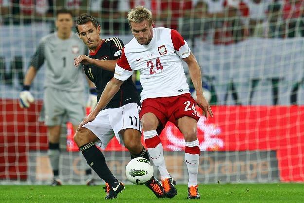 Reprezentujący Polskę Damien Perquis (z prawej) i Niemcy Miroslav Klose /AFP